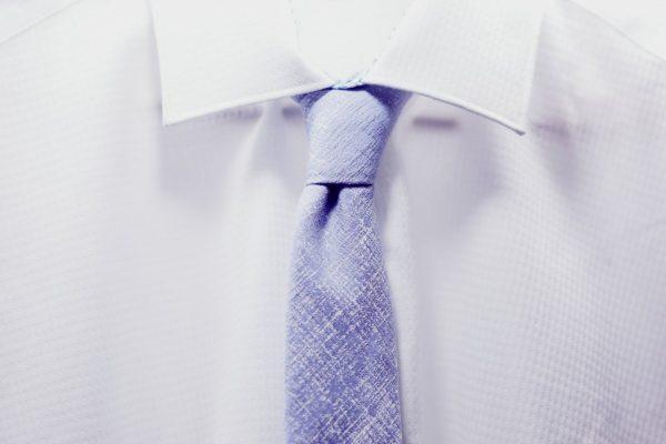 スーツとネクタイの画像