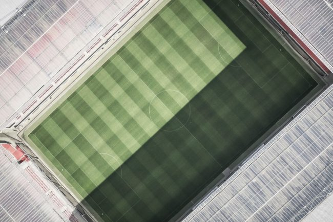 上空から見たサッカーのスタジアム