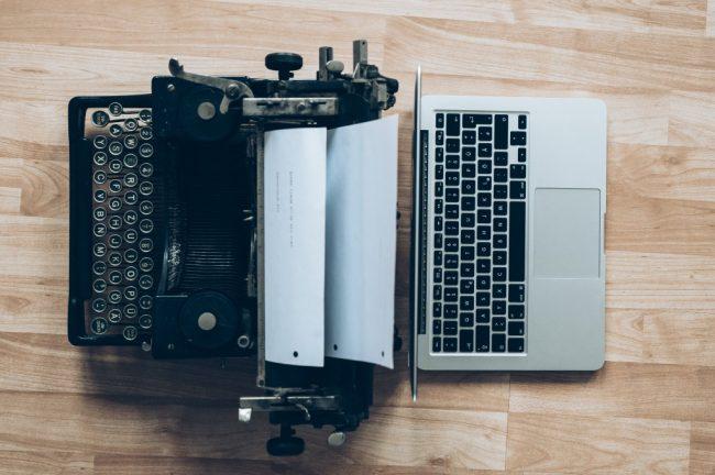 タイプライターとマックブック