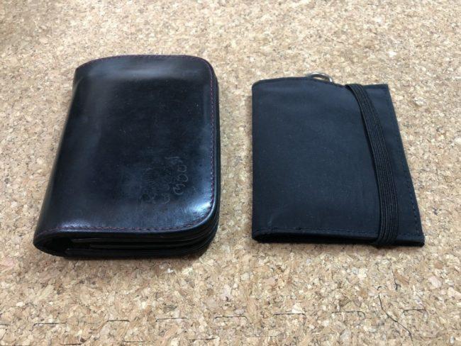 レッドムーンの財布と無印良品のトラベル用ウォレット